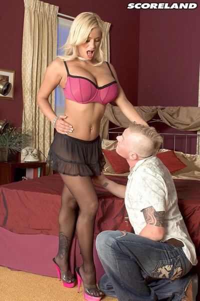 Big boobed blonde shyla stylez fucked in her butthole