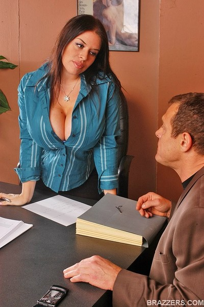 Breasty office gal daphne rosen gets busy with a coworker