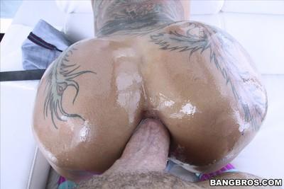 Tattooed short haired bella bellz enjoys big apple bottoms anal fuck