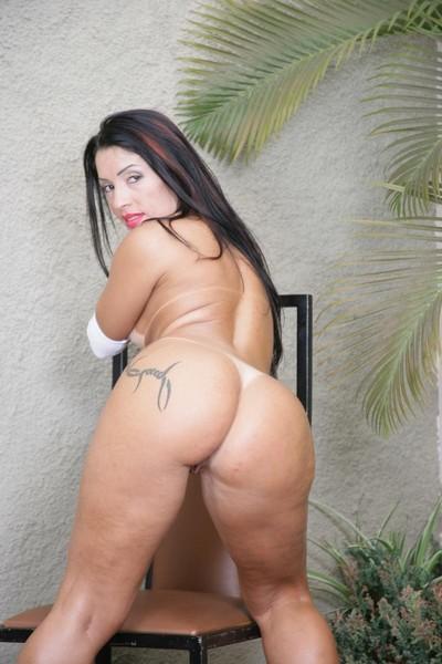 Cock starved curvy exotic pornstar gets apple bottoms dug