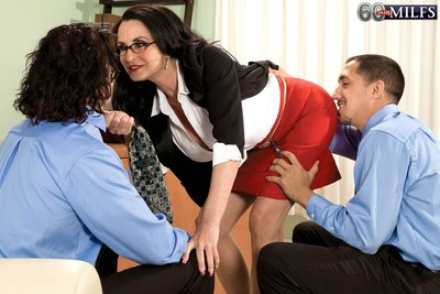 Ready anal sex threesome fucking with glassed boss rita daniels