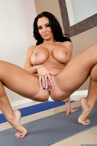 Dirty milf babe Ava Addams is spreading her magical canal