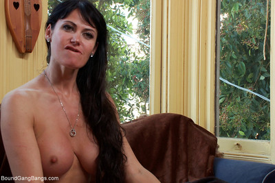 In this fantasy role participate feature, eva is in a rush to receive to work and absentmin