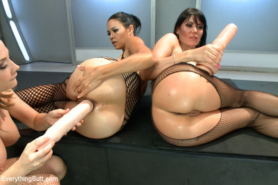 Chanel preston sexually dominates those two gorgeous courtesans to observe how much they