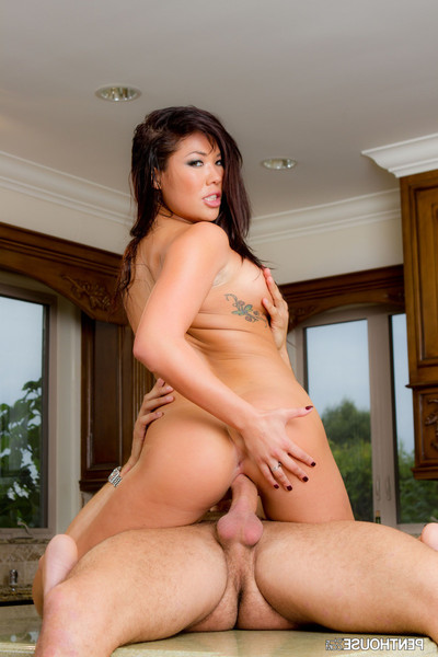London keyes and danny mountain in chug n plug