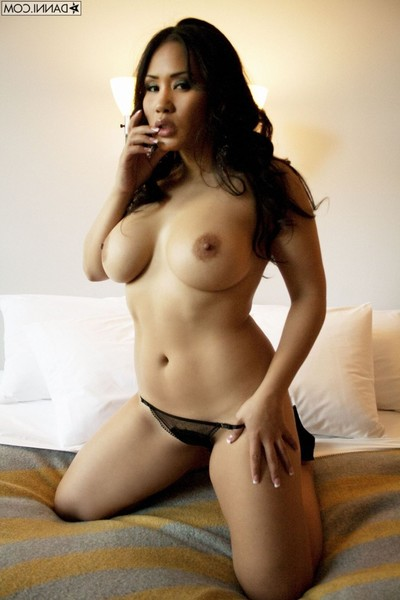 Chinese hottie jessica bangok playing with her favorite sextoy