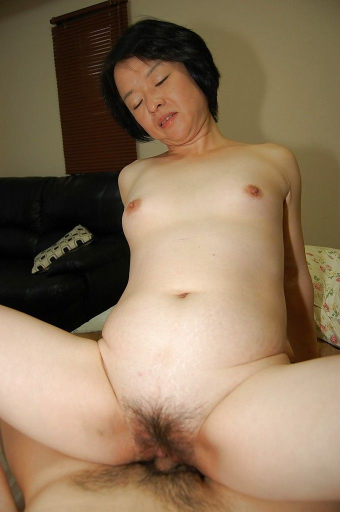 Experienced Japanese lady Tomoe Nakamachi tasty pride in her Oriental waste