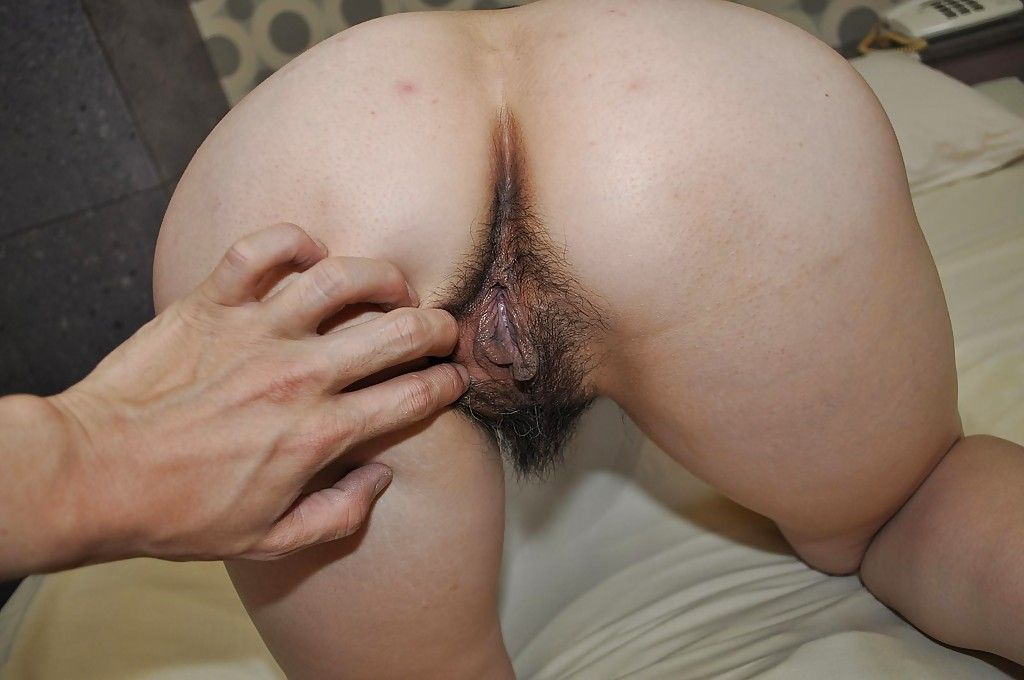 Chinese lady Yumi Ohno has some nipps tweaking and love-cage fingering enjoyment