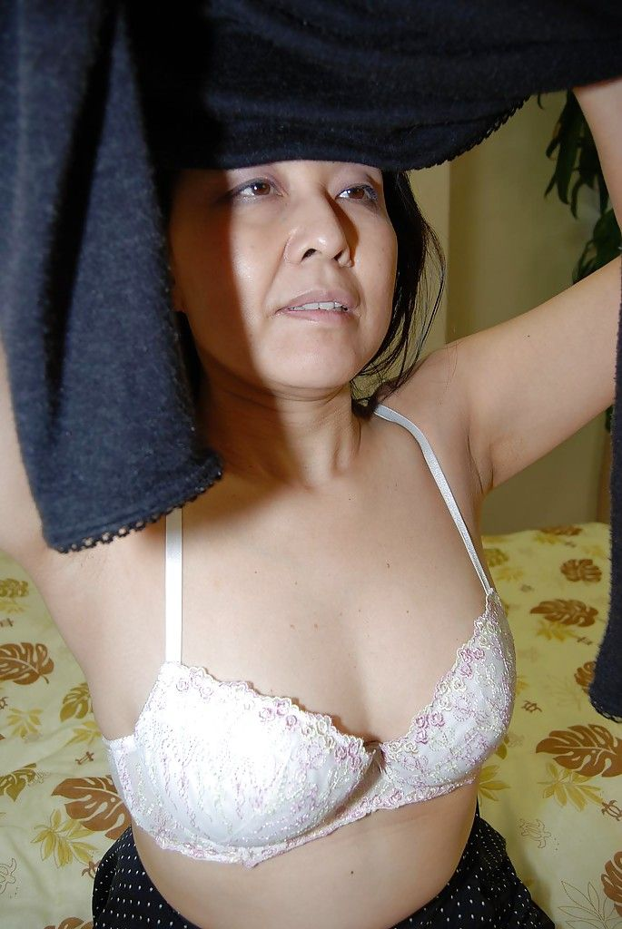 Close up wanking scene features fatty Chinese milf Mako Anzai