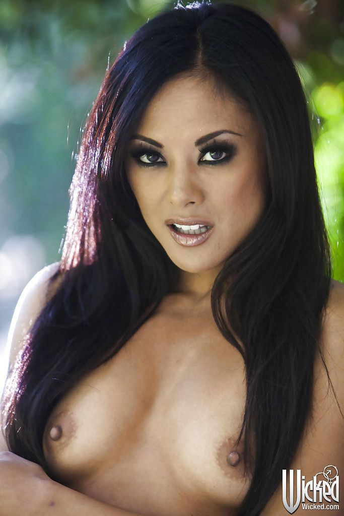 Foxy oriental hotty Kaylani Lei winsome off her lingerie outdoor