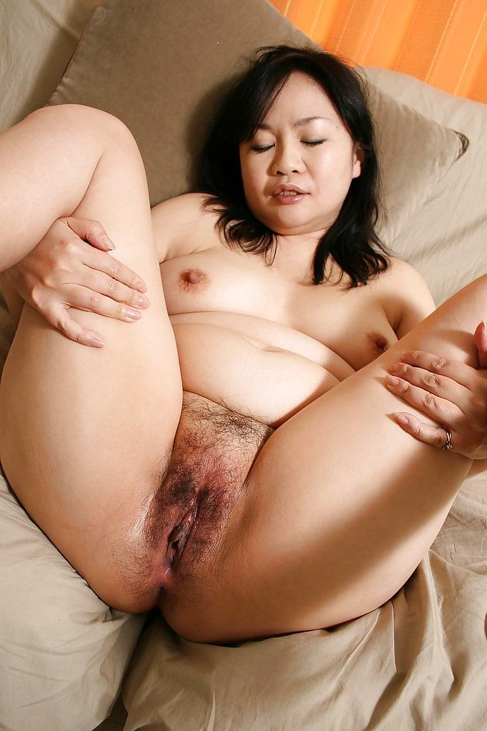 Sassy Japanese MILF Rumiko Shiga accepts in nature