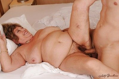 Dirty granny gets will not hear of puristic cunt cocked nearly plus takes cumshot hither will not hear of brashness