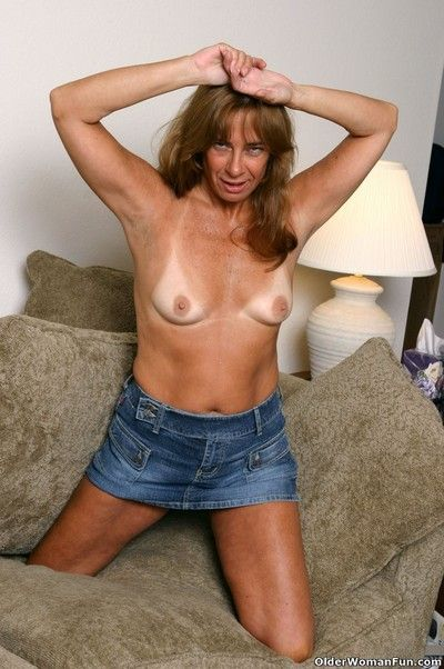 Tanned granny shana shows their way hot making