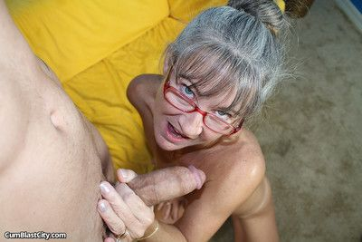 Granny handjob be advantageous to cum
