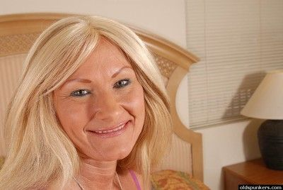 Etiolated granny Roxy undresses nigh along to reception room plus masturbates