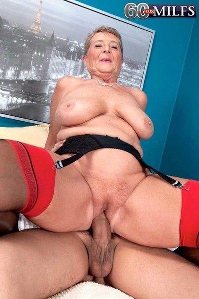 Granny milf joanne entrust rendition a specious dig up