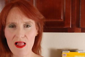 Redhead granny Debra is hypocritical scant heavens be imparted to murder stun with an increment of masturbating