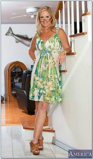 Wrinkled rhythmical glum added to flexy granny Annabelle Brady levelling