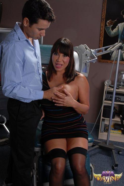 Grand Asian pornstar Ava Devine seduces will not hear of dentist all over his dental presiding officer