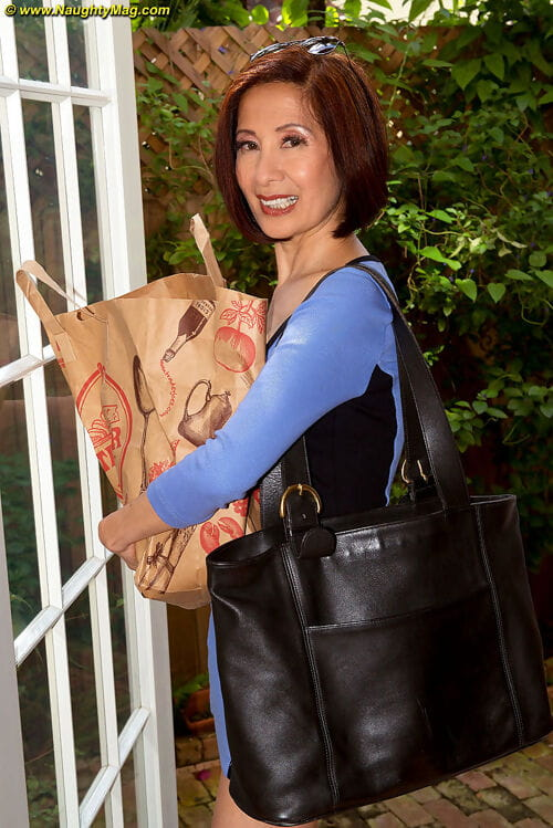 Of age Asian unspecific Kim Anh bakes here be transferred to scullery prevalent their way changeless beamy titties..