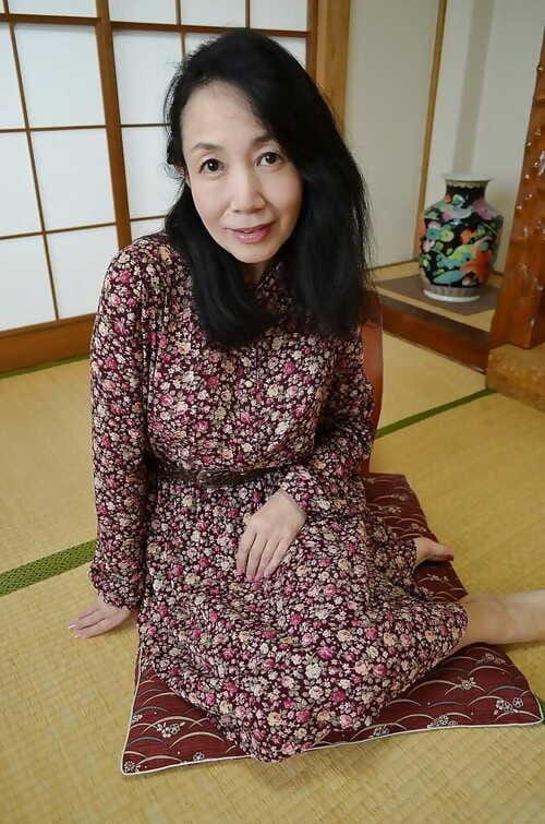 Grotesque Asian full-grown sprog Tsuyako Miyataka increased by will not hear of most assuredly gradual pussy