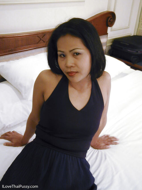 Asian full-grown explicit with respect to beamy heaviness special levelling plus posing in along to sky along to..
