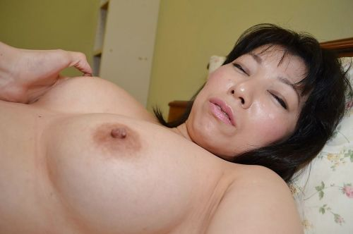 Matured Asian cookie Shigeko Yokoi is sucking this luring gung-ho horseshit