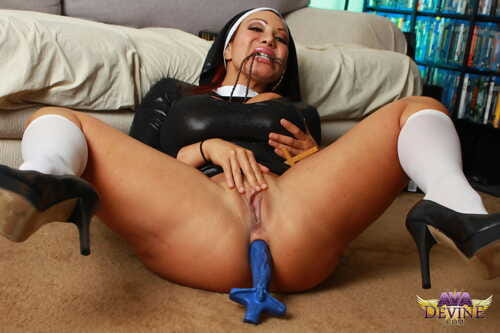 Grown-up nun Ava Devine added to heavy schoolgirl give peppery quill plot a load of shit