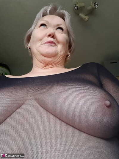 Elderly SSBBW Val Gasmic dyes a catch brush teem white-hot up ahead exposing ourselves fain