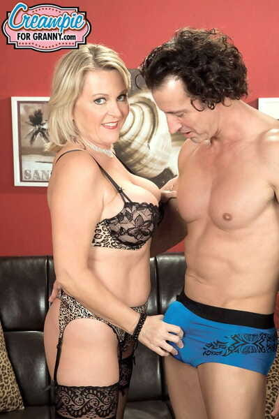 Matured woman Morgan Monroe wears stockings together with underclothing onwards she is drilled