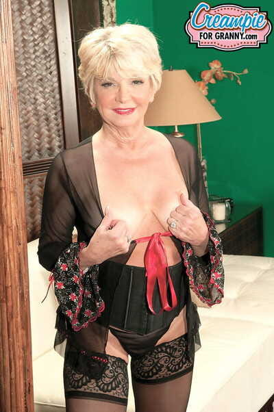 Remarkable granny DeAnna Bentley gets their way adult off with creampied