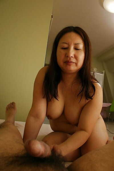 Asian floozy Miyoko Nagase gets their way crinite twat banged with the addition of creampied