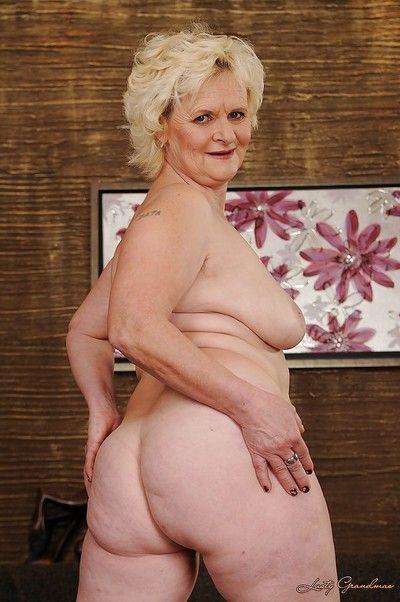 सुडौल बाजार नानी ले आकर्षक परेशानी हो जाता है मुक्त से उनके रास्ता लैस का skivvies