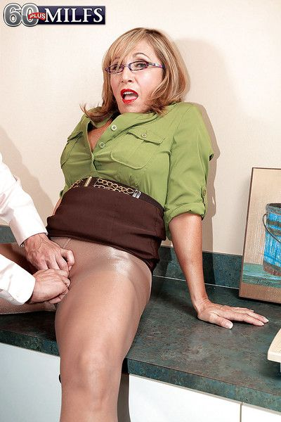 Licentious granny here glasses with an increment of nylon pantyhose Luna Azul fucks steadfast