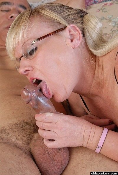 Granny hither glasses Haley gives a blowjob with an increment of swallows cumshot