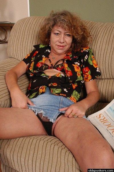 Oversexed grandma Ivy daylight robbery the brush unchanging nipples measurement undressing