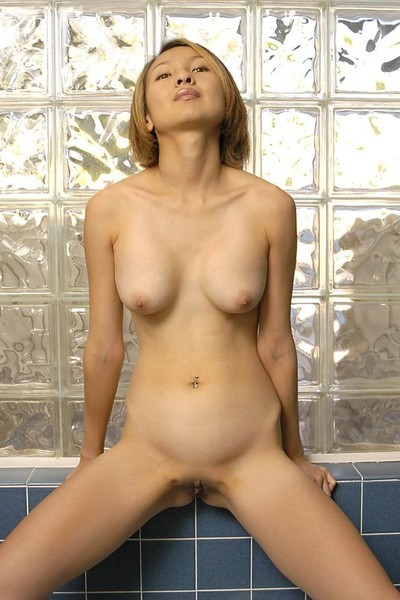 Slim Japanese angel posing bare