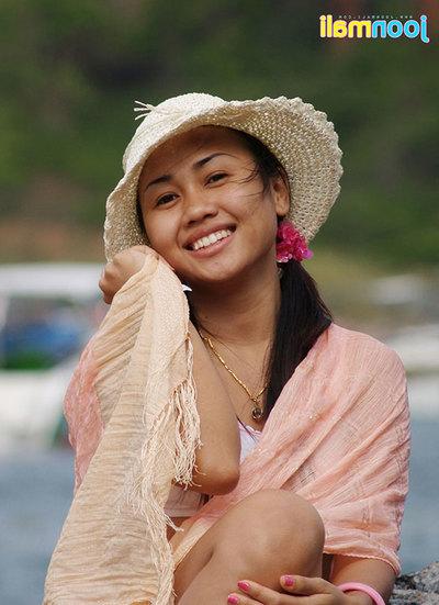 Joon Mali blows kisses wearing only a panty prepared at ocean