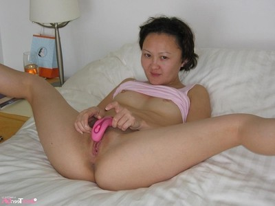 Clammy Chinese seasoned keen to to show her bare body at outdoor