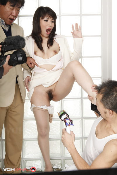Mizuki Hayama has her legs widen wide and then makes love strangers.
