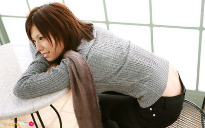 Hitomi Oda Chinese shows superior cleavage on sweater and some of gazoo