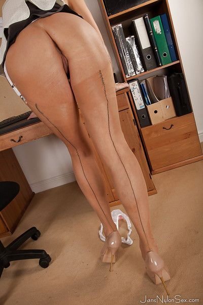 Liberated matured blonde in stockings uncovering the brush goods at the brush workplace