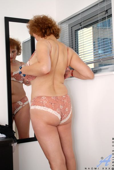 Charming Anilos redhead reveals the brush natural successfully bowels in a sexy bra