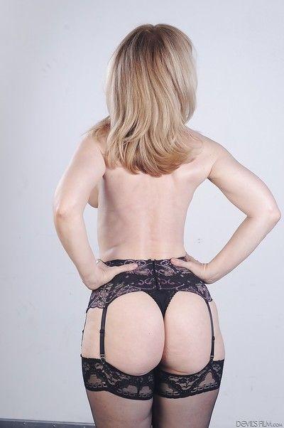 Jumbo pornstar beauteous Nina Hartley shows their way big boobies