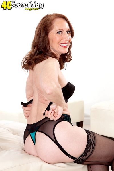 The MILF-next-door takes be imparted to murder plunge!