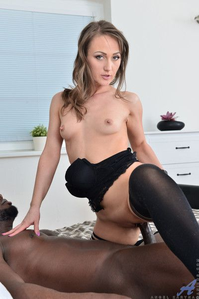 Horny mommy gets fucked by successful locate waiting for she squirts