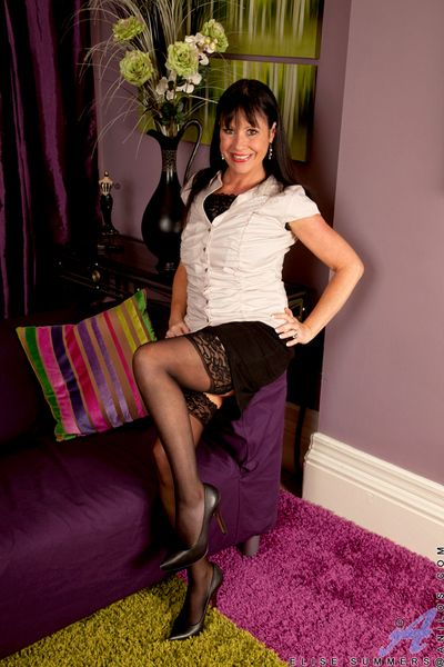 Alluring maw shows off will not hear of pang fingertips anent stockings