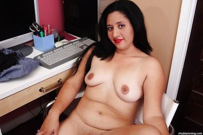 Tenebrous mature with chunky tits Natalie shows off in the long run b for a long time undressing