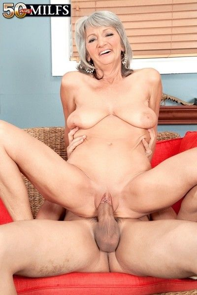Mature woman gets cum about her frowardness