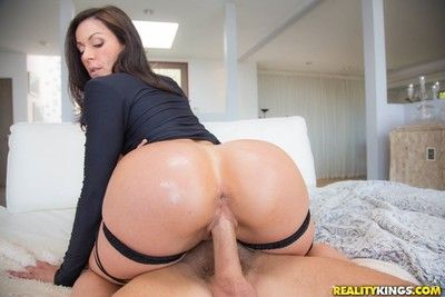 Hot milf kendra lust gets the brush big ass fucked hard